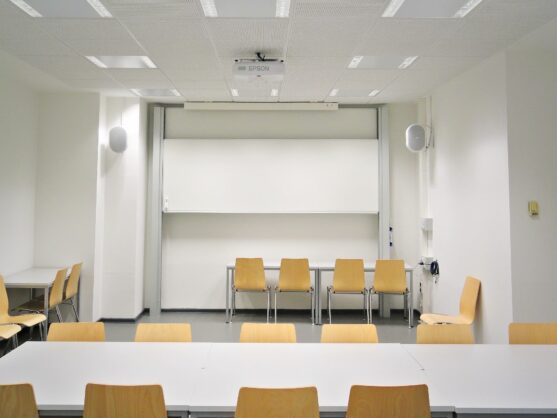 Hildesheim – verschiedene Seminar- und Hörsäle der Uni (2015 – 2021)